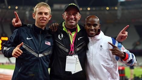 Alberto Salazar (kesk.) on Galen Ruppin (vas.) ja Mo Farahin (oik.) valmentaja.