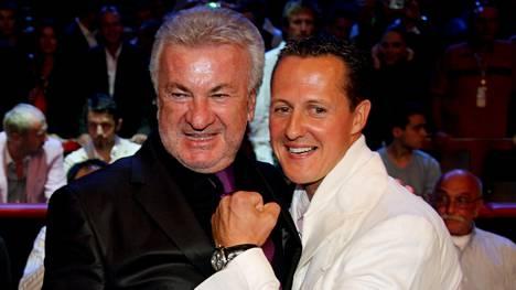 Willi Weber ja Michael Schumacher tekivät parikymmentä vuotta tiivistä yhteistyötä. Yhteiskuva vuodelta 2009.