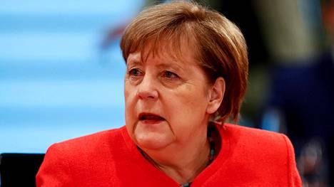 Liittokansleri Angela Merkel kuvattiin Saksan hallituksen kokouksen yhteydessä Berliinissä 24. kesäkuuta 2020.