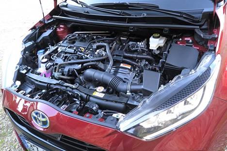 Bensiinimoottori on kolmisylinterinen.