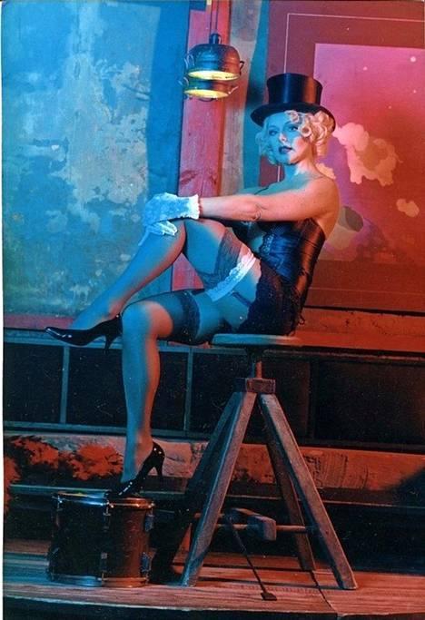 Elena Kondulainen muistetaan seksikkäistä rooleistaan ja poseerauksistaan Venäjällä yhä.