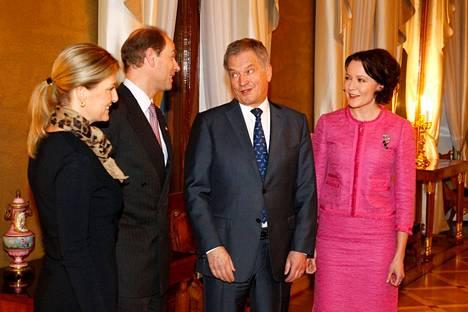 Prinssi Edward ja kreivitär Sophie presidentti Sauli Niinistön ja Jenni Haukion vieraina vuonna 2015.