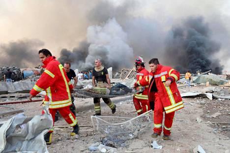 Loukkaantuneita kuljetettiin hoitoon räjähdyspaikan läheisyydestä.
