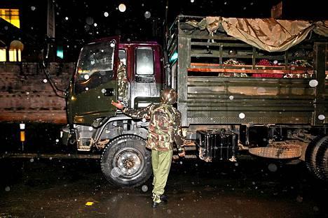 Kenialaisia sotilaista Westgaten ostoskeskuksen edess.