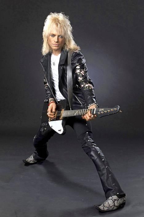 Vuonna 1985 Michael Monroe pyydettiin mukaan rocktähtiä pursuavaan Sun City -projektiin. Mukana olivat myös muun muassa Bono, Bob Dylan ja Keith Richards.