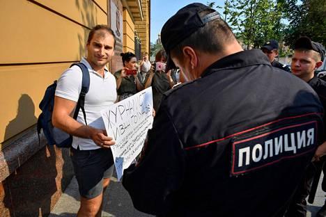 Poliisi kertoo löytäneensä huumeita Ivan Golunovin repusta ja kotoa.