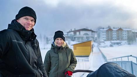 Teemu Muhonen ja Charlotta Avellan tutustuivat Ukkohallassa. Nyt pariskunta pyörittää hiihtokeskusta ja omistavat osan yhtiöstä.