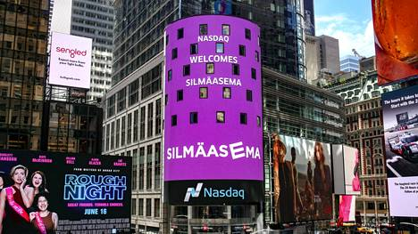 Silmäasema listautui Nasdaq Helsinkiin runsaat kaksi vuotta sitten. Kuvassa Nasdaqin tervetulotoivotus New Yorkin pörssin valotaulussa.