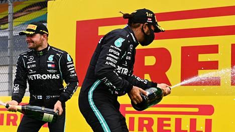 Lewis Hamilton voitti Itävallassa. Valtteri Bottas oli toinen.