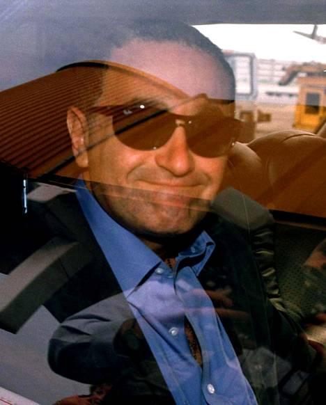 Dodi Al-Fayed kuoli myös onnettomuudessa. Kuva otettu 20.8.1997, kun Harrods-perijä saapui New Yorkista Lontooseen.