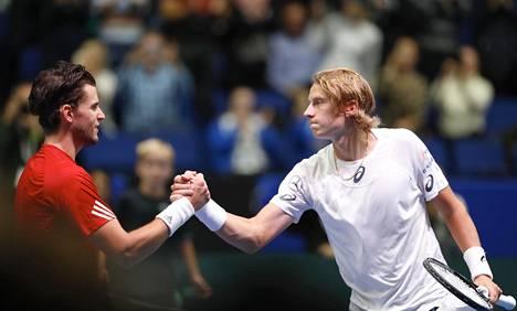 Emil Ruusuvuori (oik.) otti syyskuussa uransa tähän asti makeimman voiton, kun hän päihitti itävaltalaistähti Dominic Thiemin Davis Cupissa.