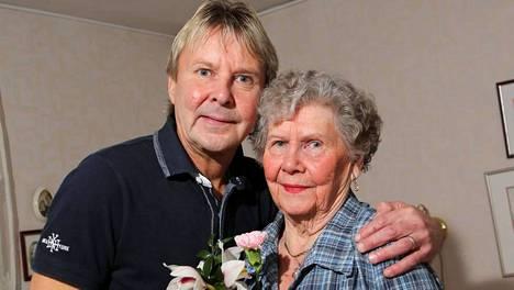 Mäkihyppylegenda Matti Nykänen kertoo, että hänessä ja äidissään Vieno Nykäsessä on samanlaista herkkyyttä.
