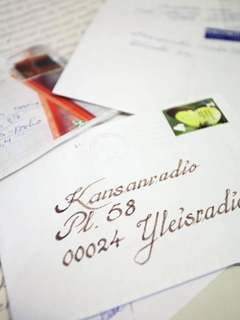 Kansanradioon lähetetään edelleen perinteisesti kortteja ja kirjeitä.