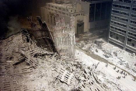 Iskujen takana oli al-Qaida-terroristiverkostoa johtanut Osama bin Laden. Pääsuunnitelija oli Khalid Sheikh Mohammed.