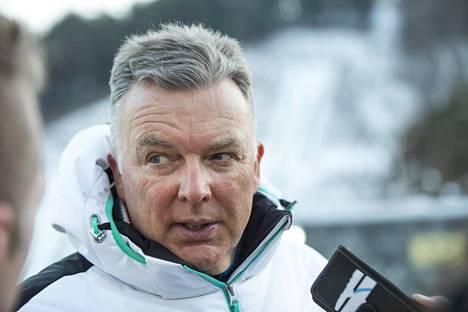 Muun muassa Suomen hiihtomaajoukkueen entinen päävalmentaja Reijo Jylhä antoi Pärmäkoskelle ohjeen taloprojektin kanssa pärjäämiseen.
