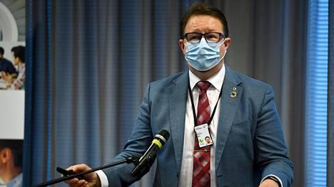 THL:n johtaja Mika Salminen Terveyden ja hyvinvoinnin laitoksen (THL) tiedotustilaisuudessa Helsingissä 20. lokakuuta 2020. Aiheina ovat ajankohtainen epidemiatilanne ja se, mitä hallituksen uudet suositukset epidemian kiihtymis- ja leviämisvaiheisiin voivat käytännössä tarkoittaa alueilla.