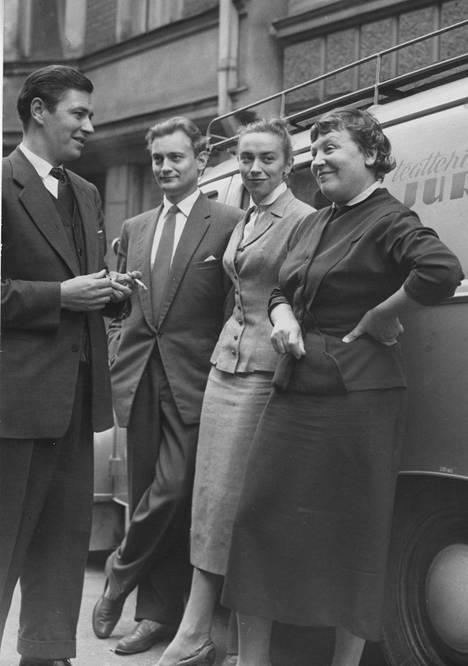 Emmi Jurkka (oik.) jo aikuisten lastensa kanssa: Sakari Jurkka (vas.), Jussi Jurkka ja Vappu Jurkka kuvattuna yhdessä 1956.