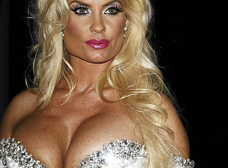 6. Glamour-malli Coco Austin.
