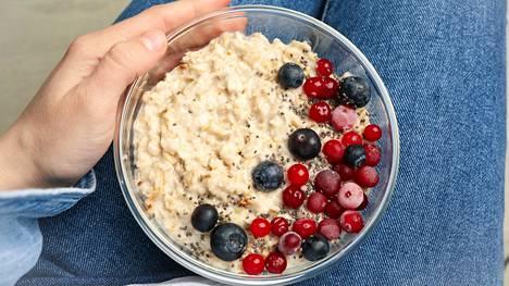 Kaurapuuro on klassinen ja hyvä aamupala, kunhan mukaan muistaa lisätä jonkin proteiininlähteen.