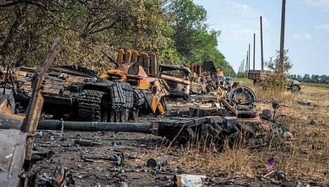 Tien varrelle on tuhottu seitsemän panssaroitua miehistönkuljetusajoneuvoa.