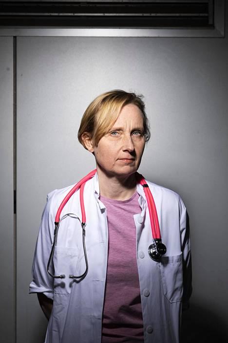 Marjukka Myllärniemi on keuhkolääkäri, Helsingin yliopiston professori ja lääketieteellisen tiedekunnan tutkimusvaradekaani.