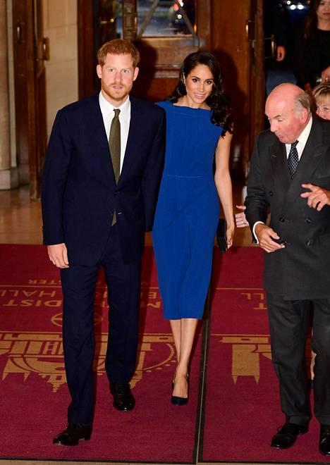 Tämä sininen mekko herätti ensimmäiset raskaushuhut.