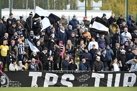 TPS:n kannattajia Espoossa lauantaina.