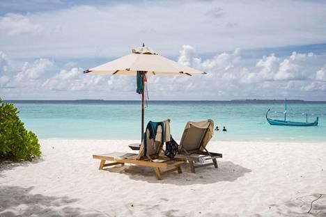 Turismista riippuvainen Malediivien saarivaltio ei ole virustilanteen pahenemisesta huolimatta toistaiseksi sulkenut rajojaan kansainvälisiltä matkailijoilta.