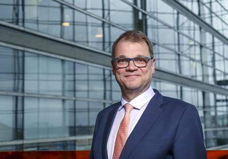 Pääministeri Juha Sipilä (kesk) kertoi tahkonneensa 27 vaalitilaisuutta ilman, että hän on ehtinyt käydä välissä kotona.