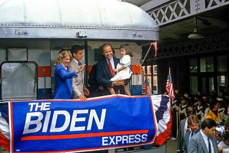 Jill, Hunter, Joe ja Ashley, kun Joe Biden pyrki ensimmäistä kertaa presidentiksi kesällä 1987.