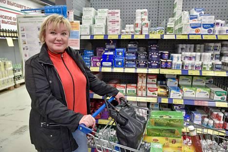 Irina Kondartenko kertoo olevansa venäläinen patriootti, mutta silti hän luottaa enemmän Suomesta ostettuihin vitamiineihin, ketsuppiin ja teehen.