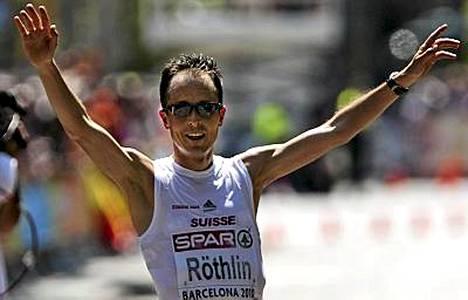 Viktor Röthlin juhli maratonin Europpan mestaruutta.