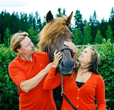 Kolminkertaisen ravikuninkaan Saran Salaman merkitystä Tapio Perttuselle ja hänen tyttärelleen Sara Perttuselle ei voinut mitata rahassa.