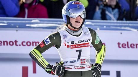 Mikaela Shiffrin dominoi alppihiihdon naisten maailmancupia.
