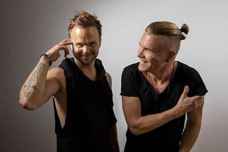 Lauri Ylönen (vas.) ja Aki Hakala käyvät The Rasmuksen läpimurtolevyn Dead Letters läpi kappale kappaleelta.