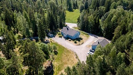 Kaisa Liskin perheen omakotitalo sijaitsee isolla tontilla, joka vaatii työtä. Pihatyöt ovat perheelle vain plussaa.