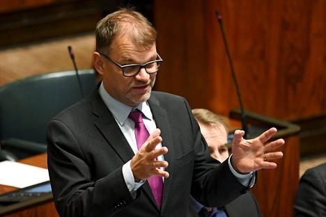 Haastattelussa Sipilä arvosteli myös THL:n tiedonvälitystä ja ohjeistusta kriisin aikana.
