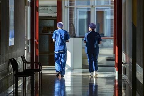 Sairaalan henkilökunta on opetellut uusia käytäntöjä vuoronvaihtoihin sekä taukojen toteuttaiseen