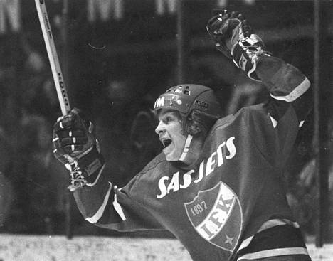 Matti Hagman murtautui HIFK:n edustusjoukkueen kokoonpanoon teini-ikäisenä. Hän pelasi ensimmäisen kautensa SM-sarjassa 1972–1973 ja teki 13 ottelussa jo komeat 11+5=16 tehopistettä.