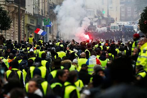 Mielenosoittajien määrä on vähentynyt viikonloppu viikonlopulta.