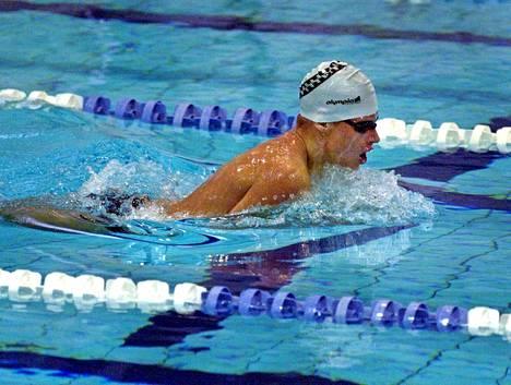 Aleksi Rajansuo voitti 400 metrin sekauinnin SM-kultaa 2000.