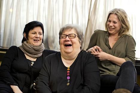 Näyttelijäperhe kolmessa polvessa: Sanna-Kaisa Palo, Ritva Valkama ja Emmi Parviainen.