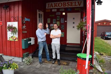 Suomalainen kutsuisi miehiä napalangoiksi. Lille Chilin yleismies Stig Thuv ja kokki Vincent Pino Friedrici ovat kaveruksia.
