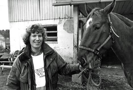 Githa Öhquist ja Mikke-hevonen Vantaalla vuonna 1993.