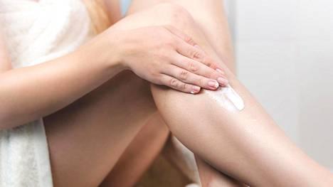 Noin viidesosalla ihmisistä on geneettinen taipumus kuivaan ihoon. Myös elinympäristömme aiheuttaa ihon kuivumista.