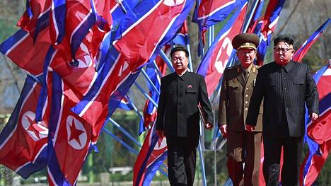 Pohjois-Koreaa johtaa diktaattori Kim Jong-un (oik.).