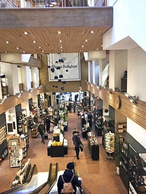 Illums Bolighus -sisustustavaratalon viimeistellyt somistukset tuovat mieleen taidegallerian.