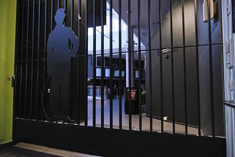 Jyväskylä. Suomen suurin elokuvateatteriketju Finnkino tiedotti maanantaina, että ketjun teatterit pysyvät kiinni keskiviikosta alkaen 13. huhtikuuta asti.