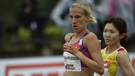 Camilla Richardsson (edessä) sijoittui Joensuun Eliittikisoissa kolmanneksi.