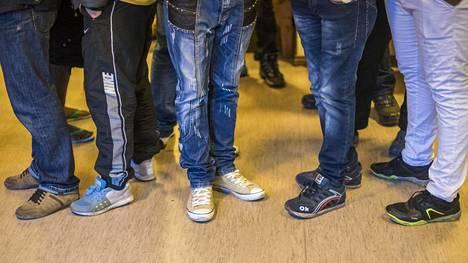 Turvapaikanhakijoita jonottamassa SPR:n vastaanottokeskuksessa. Kuvituskuva